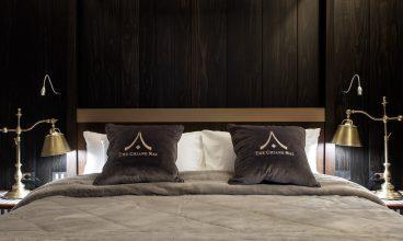 6.1) Luxury Suite
